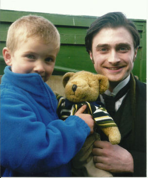 Daniel_Radcliffe_with_Edward_Burbidge_and_Bear,_Mangapps,_October-2010